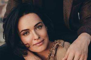 Даша Астафьева снялась в романтичной фотосессии с женихом