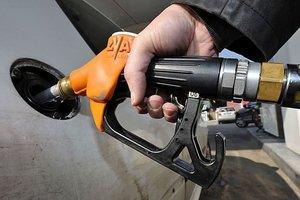 """После """"выборов Путина"""" в России взлетели цены на бензин"""