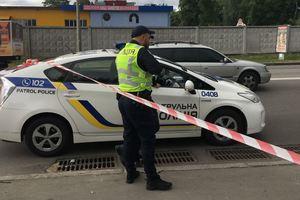 """В Киеве возле метро """"Гидропарк"""" произошла стрельба, есть раненые"""