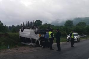 ДТП во Львовской области: в горах перевернулся микроавтобус, пострадали девять человек