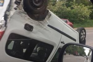 ДТП на Гостомельском шоссе: одно авто в кювете, второе – на крыше