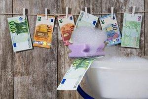 """Великобритания предупредила об опасности """"грязных денег"""" из России"""