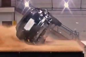Видеошок: в Tesla не смогли перевернуть кроссовер Model X