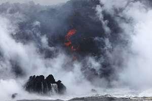 На Гавайях от извержения вулкана образовалось токсичное облако: появилось видео