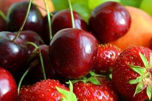 Лайфхак: как быстро и легко очистить ягоды от косточек