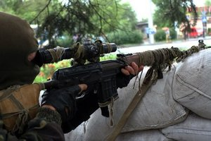Обстрел боевиками Марьинки: гражданский погиб от пули снайпера