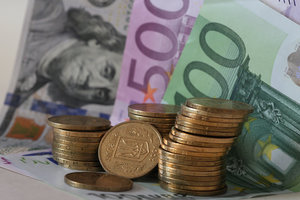 Курс евро в Украине рухнул до минимума за восемь месяцев
