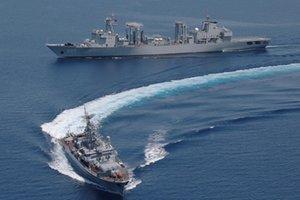 Подлодка, буксир и самолет: ВМС России подошли к границам Латвии