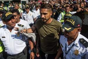 Соперники просят ФИФА допустить к чемпионату мира игрока сборной Перу, отстраненного за кокаин