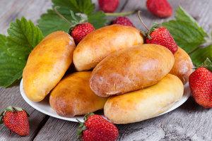 Рецепт дня: дрожжевые пирожки с клубникой