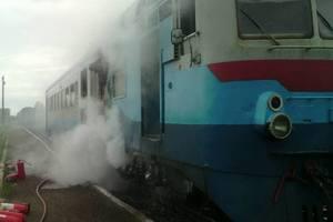 На Закарпатье горел поезд: пламя охватило вагон машиниста