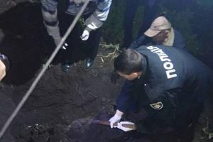 Убил и закопал: в Киевской области нашли останки женщины
