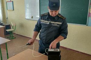 Дети десятками попадают в больницы из школ Украины и Польши: все подробности серии отравлений