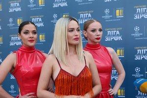 """""""Ліга зірок"""": Даша Астафьева в мини-платье преодолела свой страх прямо на сцене"""