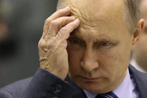 """Активисты подготовили """"красную карточку"""" для Путина"""