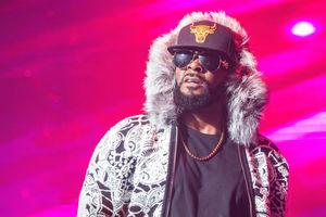 Музыканта R Kelly обвинили в домогательствах и насилии