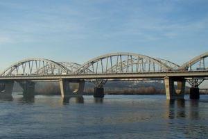 В Киеве на Днепре спасли двух рыбаков