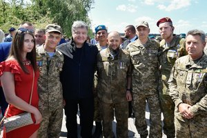 Порошенко рассказал, как строится жилье для военных