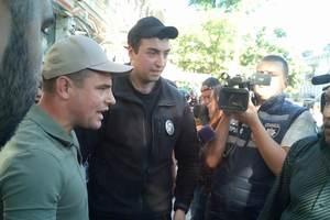 Стычка в Одессе: активисты забросали полицейских яйцами