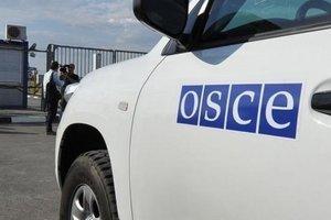 На Донбассе наблюдатели ОБСЕ едва не попали под пули боевиков