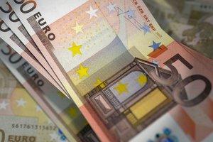 """Курс евро в Украине пробил новое """"дно"""""""