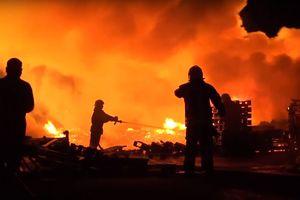 В Днепре произошел масштабный пожар: впечатляющее видео
