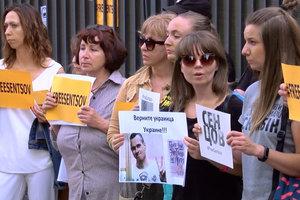 У консульства РФ в Одессе требовали освободить украинских политзаключенных