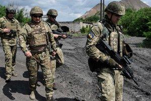 Из-за обострения на фронте Турчинов прибыл на Донбасс: появились фото и видео