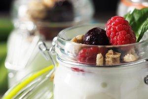 Лучшие рецепты: сметанно-творожное желе с ягодами