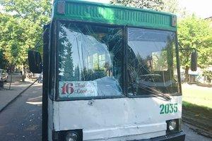 Троллейбус без тормозов влетел в маршрутку в Днепре: много пострадавших
