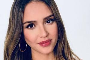 """""""Совсем не выглядишь на 10"""": Джессика Альба удивила поклонников детским фото"""