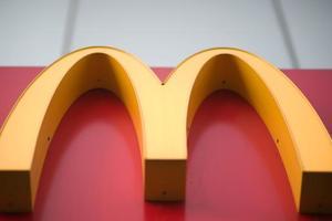 Вооруженный посетитель McDonalds в Лондоне захватил заложников