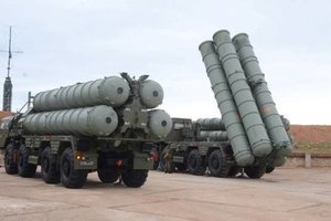 """У границ Украины развернули российские ракетные комплексы """"С-300"""""""