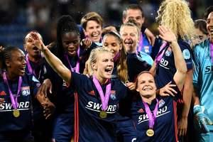 В сецсетях появилось фото из раздевалки победительниц женской Лиги чемпионов