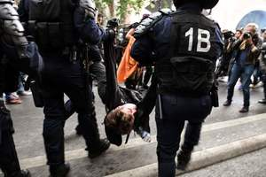 Протесты против Макрона во Франции: полиция задержала 43 человек