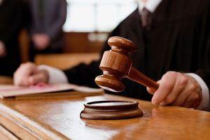 В Николаеве суд дал год условно пенсионеру, зарубившему сына топором