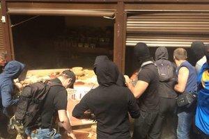 """Конфликт на рынке у метро """"Лесная"""": полиция задержала более 30 человек"""