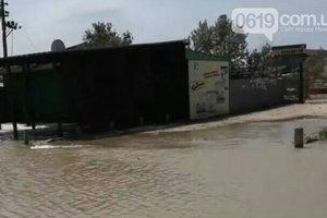 В Запорожской области из-за шторма подтоплены базы отдыха, автомобили застряли в водяной ловушке