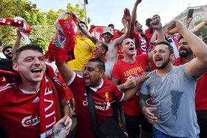 Футбольные фанаты покидают Украину: пограничники назвали число уехавших болельщиков