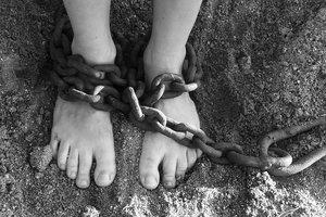 Пытали плоскогубцами, пока не потерял сознание: в Харьковской области похитили подростка