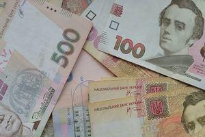 Зарплаты за апрель в Украине: как сравнить свою получку со средней по отрасли и региону