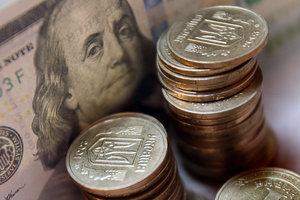Гривня закончила весну падением к доллару и евро