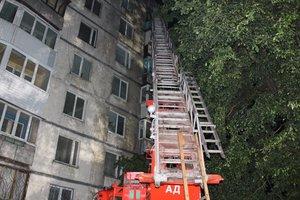 Масштабный пожар в киевской многоэтажке: спасатели рассказали подробности