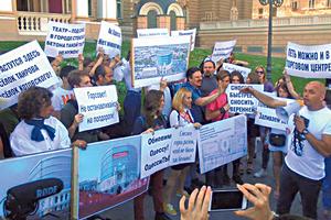 Ироничная акция: в Одессе активисты предлагали снести театр ради ТЦ