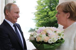 """""""Володя хамит"""": эксперт объяснил, почему Путин хотел """"опустить"""" Меркель"""