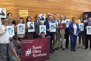 В Европарламенте состоялся флешмоб в поддержку Сенцова