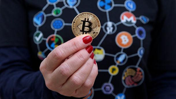 Курс Bitcoin резко пошел вверх, хотя эксперты ожидают обвала криптовалюты