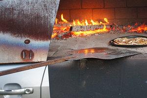 Невероятно: Ford Mondeo превратили в печь для пиццы (фото)