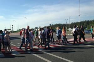 Жители пгт в Киевской области перекрыли международную трассу в знак протеста