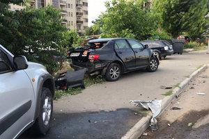 В Одессе лихач разбил семь припаркованных машин